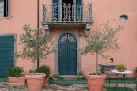 Beautiful flats in Tuscan Hamlet - Huoneisto