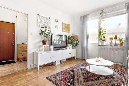 Light and nice apartment 15min to the city center - Stockholm - Apartment