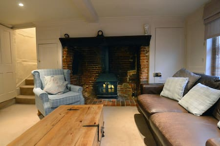 Beautiful grade II listed cottage - Fareham - Huis
