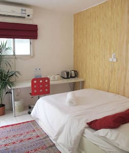 Cosy & private sleep-out, 3 mins from beach - Villa