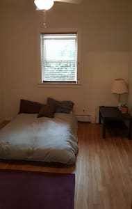 Private Room in big house 4 blocks from Downtown - Durango - Casa