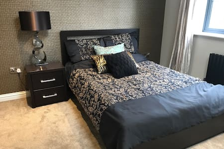 Massive modern bedroom for rent - Leicester - Huis