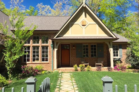 Cottage Near UNC: Private wing--2 bedrooms/1 bath - Chapel Hill - Bed & Breakfast