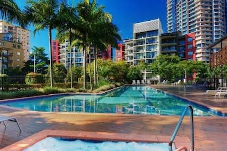 Tropical Oasis in Kangaroo Point - Apartment