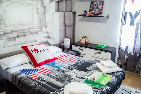 AMERICAN ROOM 3D DESIGN: VIEW TO MADRID RIO - Bed & Breakfast
