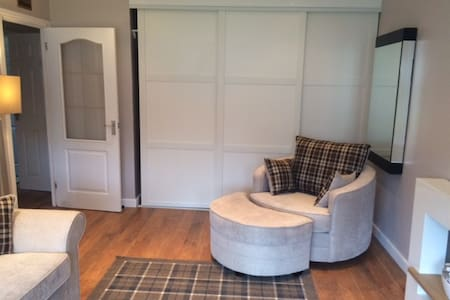 Glasgow 2 bed bungalow - Casa