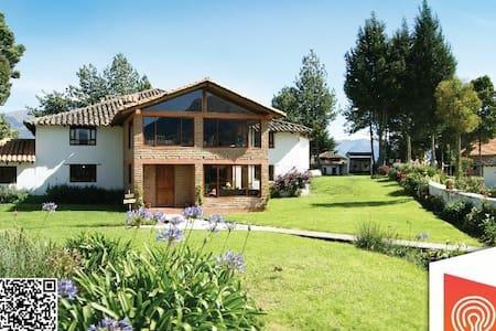 Hacienda Loma Tika - Bed & Breakfast
