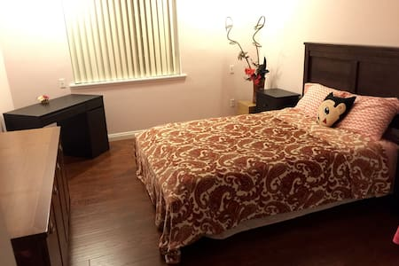 Large private room. 房主讲中文 - Monterey Park - House