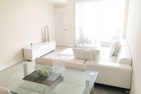 Spectacular & Cozy 2BD Apartment - Lakás