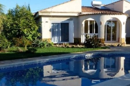 Quiet villa in the middle of orange & olive trees - Villa