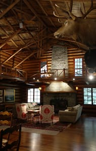 Gorgeous Renovated Historic Lodge - Oregon City
