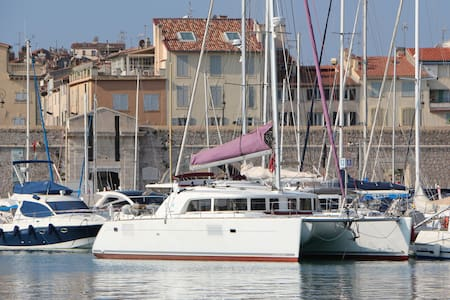 Rent private suite on a catamaran, port of Antibes - Antibes - Boat
