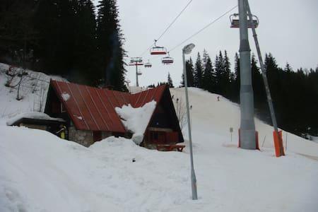 Jahorina ski cabin right on the slopes - Jahorina - Ház