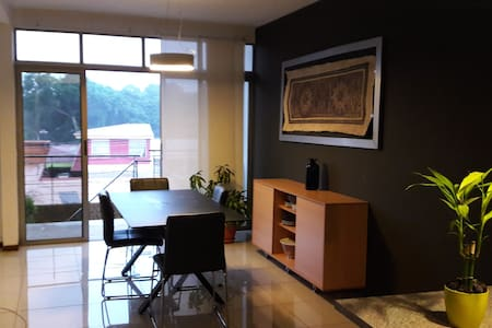 Apartment + Parking (5 min from airport) - Flat