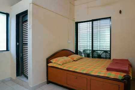Private AC ROOM for two - Nandgaon - Huis