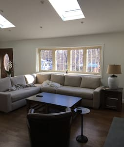 Sunny, welcoming suburban home - Hartsdale - Casa