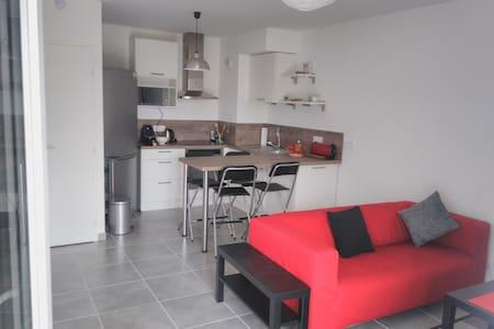 Appartement 2 P proche transports pour Genève - Apartamento