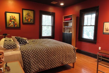 2nd Floor Bedrooms (North, West, Triadic) - Cliffside Park - Casa