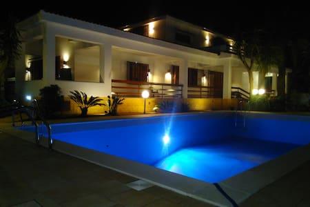 In a villa near Airport Falcone Borsellino - Villa