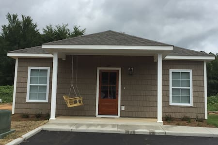 Cute, Brand New Cottage 3 miles from Ole Miss - Oxford - House