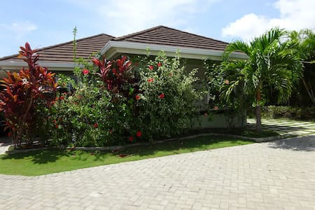Relaxation Plus Villa - Includes housekeeper/cook - Villa