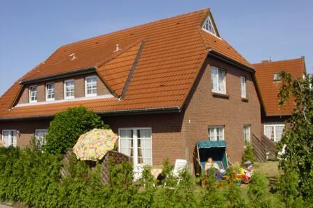 süße Dachwohnung inkl Fahrräder - Appartement