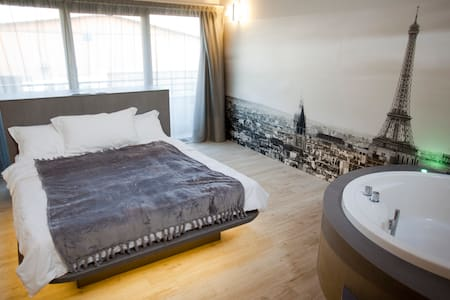 "Suite  ""Trip to Paris"" - Mailand - Bed & Breakfast"