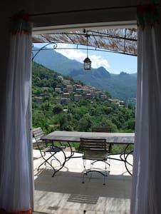 calme,nature et magnifique vue sur le village - Aarde Huis