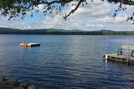 Beautiful lakefront cottage on quiet lake. - Eganville - Chalet