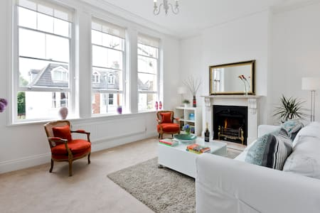 Newly refurbished apartment in Kew Richmond London - Apartment