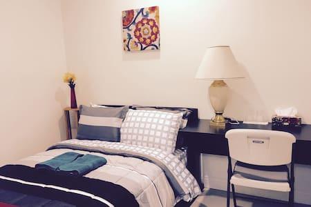 Cozy nice Room B4 in Downtown Arcadia亚凯迪亚市中心安逸独立房间 - Osakehuoneisto