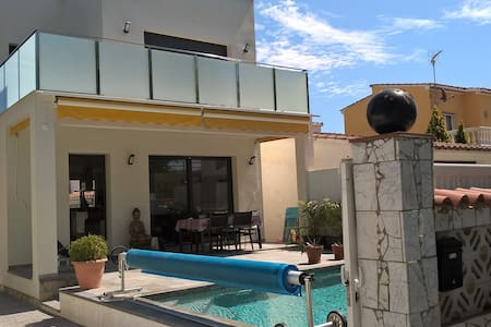 Chambre, avec patio proche de la mer, calme - Hus
