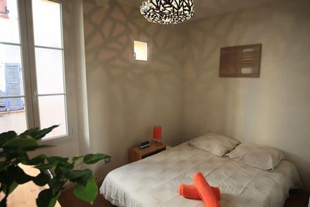 Chambre dans une maison de village Mouans-Sartoux - Rumah