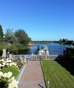 Paradijs aan Spiegelplas met jacuzzi nabij A'dam - Nederhorst Den Berg - House