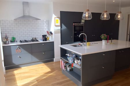 Modern 4 bed 2 bath family home - Dun Laoghaire - House