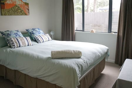 Comfy double room near Massey - Auckland