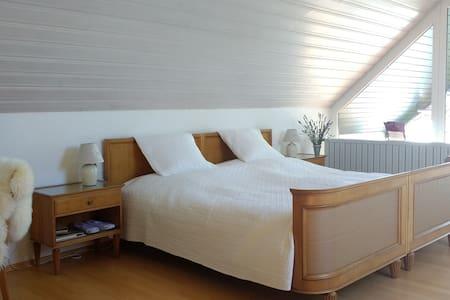 Wunderschöne Wohnung im Grünen, mit Pool - Dom