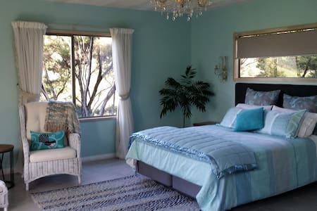 Beautiful french country s/c Chalet - Whangarei Heads - Bed & Breakfast