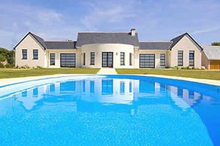 Deluxe Bungalow for couples-only with heated pool - Brézé