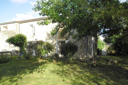 Casa che si trova tra Saint Emilion e Bergera - Konukevi