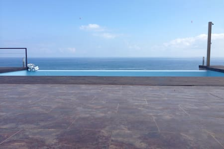 Unbelievable location, sea front villa,4 bedrooms. - Castro Urdiales - House