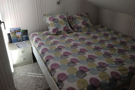 Belle chambre avec balcon - House