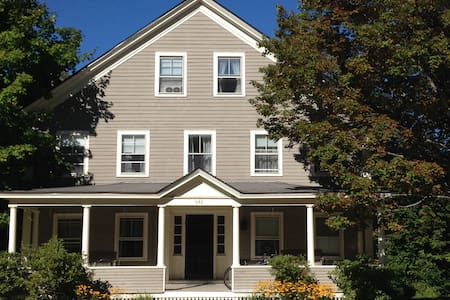 Large House Perfect for Fall and Winter Getaways - Weston