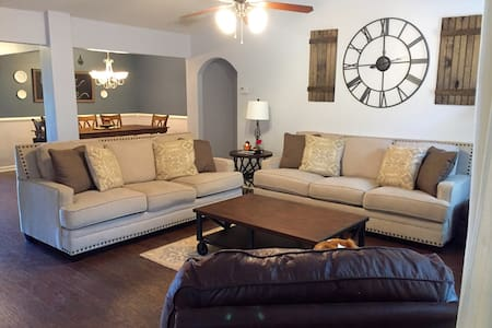 Quaint & Cozy Villa Rica Home - House