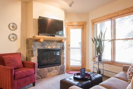 Gorgeous 1 Bdrm Condo Walk to Lifts - Appartement