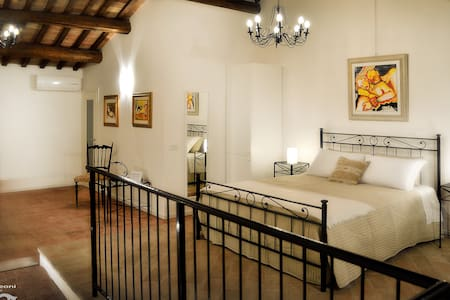 Casa Leoni Bed & Breakfast - SUITE matrimoniale - Haus