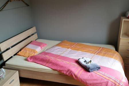 Room well located near city LUX per day/week/month - Leilighet
