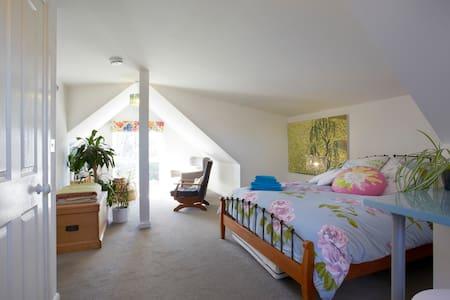 Gorgeous cosy loft room in York - Hus