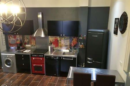 Ambiance loft New-Yorkais en plein Centre Ville - Carcassonne - Appartamento