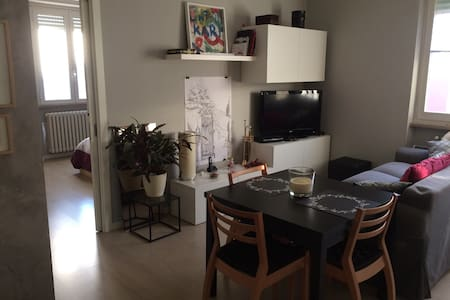 Modern room close to metro station! - Pero - Huoneisto